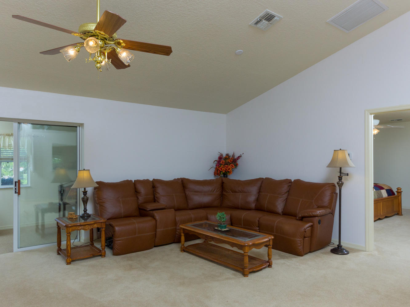 15660_SE_89th_Ct_Summerfield-large-004-14-Living_Room-1334x1000-72dpi