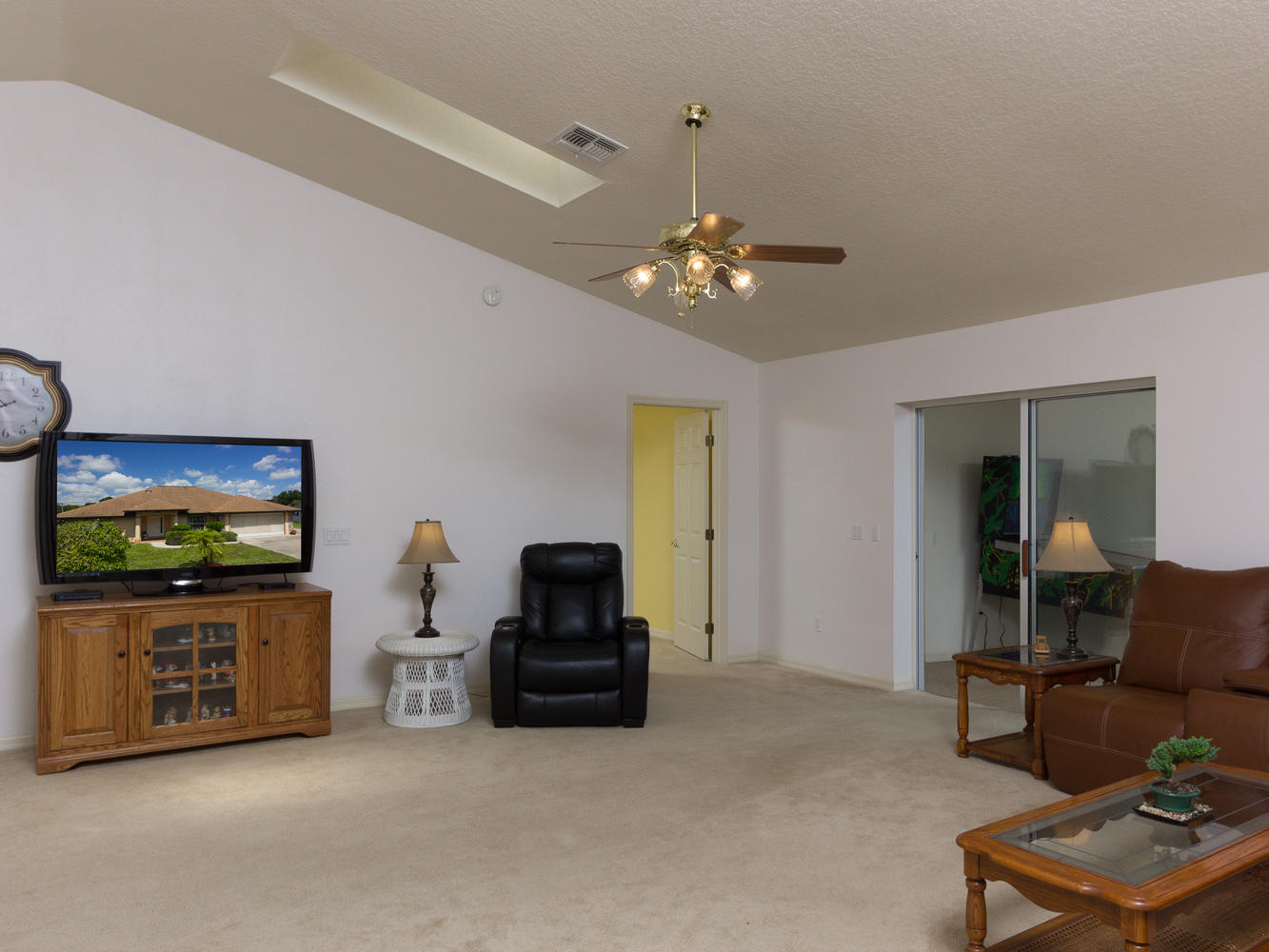 15660_SE_89th_Ct_Summerfield-large-005-31-Living_Room-1334x1000-72dpi